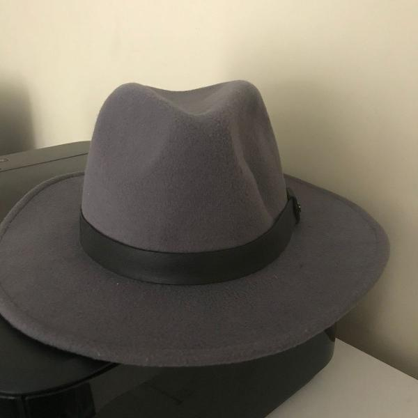 Chapéu cinza