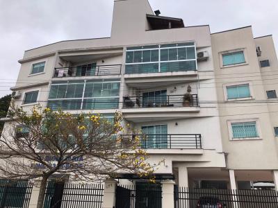 Apartamento três quartos no merces