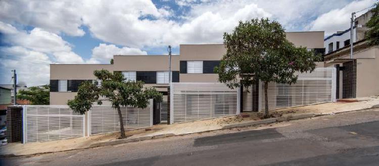 Linda casa geminada bairro milionários