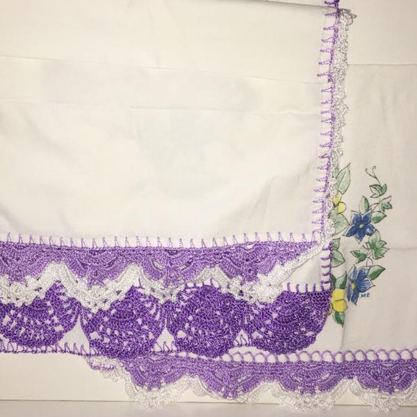 03 panos de pratos com acabamento em crochê branco e lilás