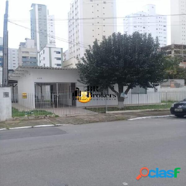 02 terrenos juntos ideal p/ construção de prédio no centro de bc