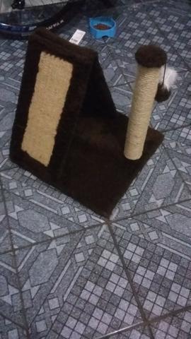 Casinha/arranhador para gatos