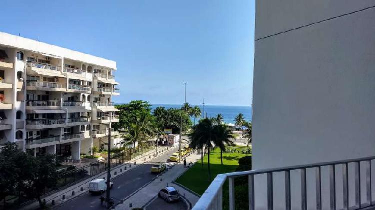 Flat para venda com vista lateral praia e montanha- 50