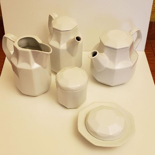 Jogo de café da manhã em porcelana