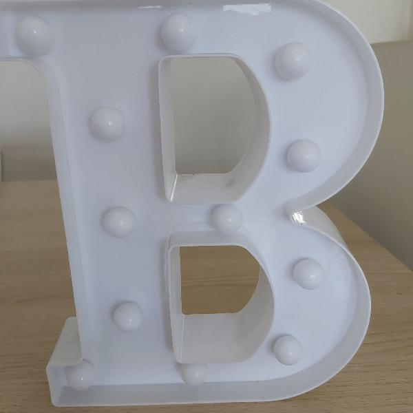 Luminária led 3d letra b
