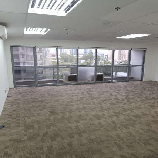 Sala comercial para locação de 53m² em edifício com