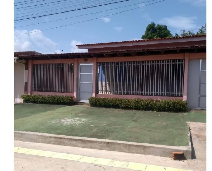 Alugo casa no bairro santa rita