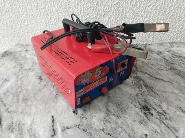 Carregador de bateria automotivo