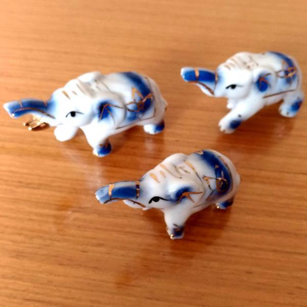 Conjunto de elefantinhos de porcelana