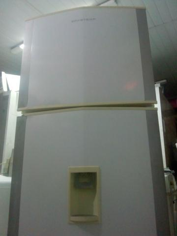 Geladeira brastemp frosfre grande e top com água na porta