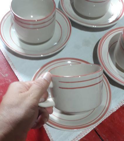 Jogo de xícaras de porcelana 30,00$