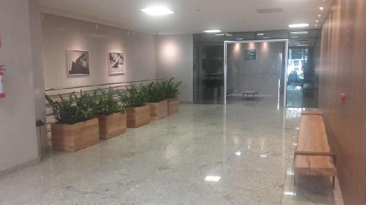 Sala/conjunto para aluguel tem 390 metros quadrados em
