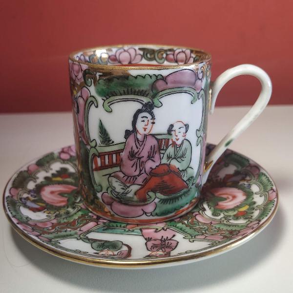 Belíssima xícara de porcelana chinesa decorada