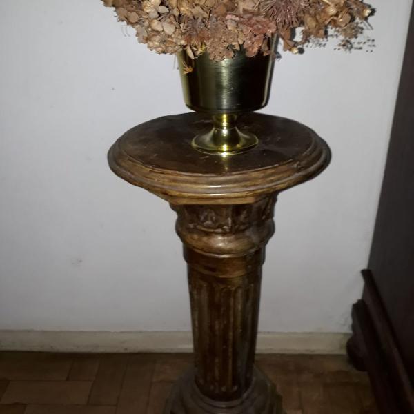 Coluna decorativa em gesso marrom