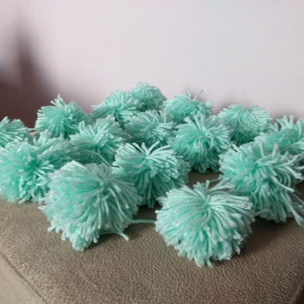 Conjunto de pompons de lã verde-água, rosa claro e