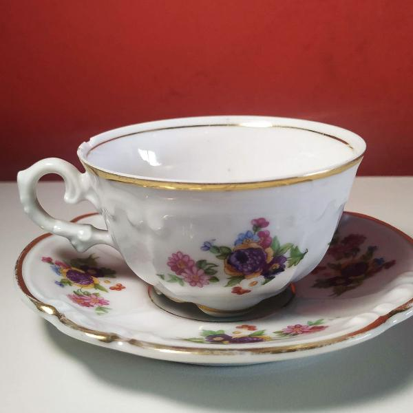 Lindíssima xícara de café e pires em porcelana fina maua