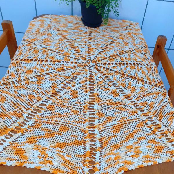 Toalha de mesa redonda em linha de crochê