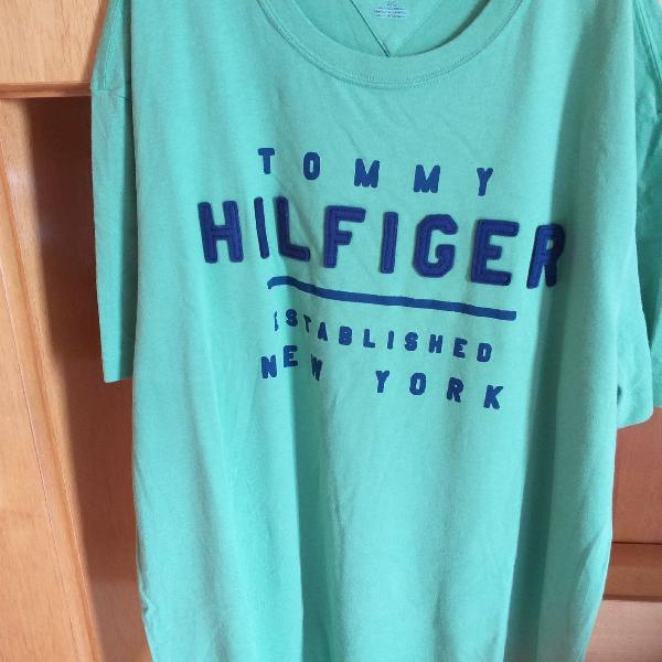 Camiseta verde tommy hilfiger - tamanho g/l