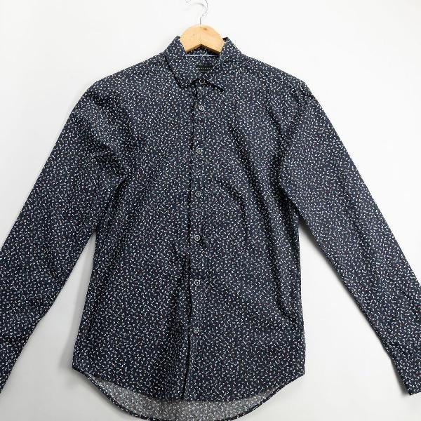 Camisa zara floral azul e branco