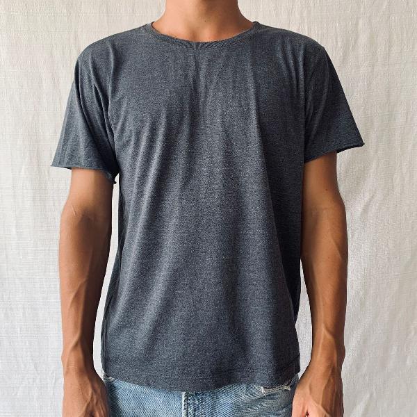 Camiseta cinza lisa