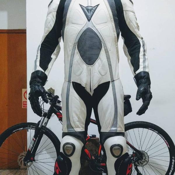 Macacao dainese titanium tamanho 58 moto gp