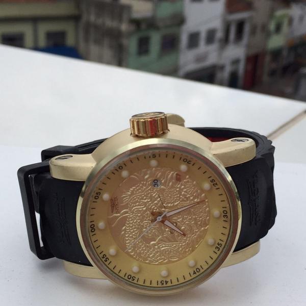 Relógio invicta preto e vermelho