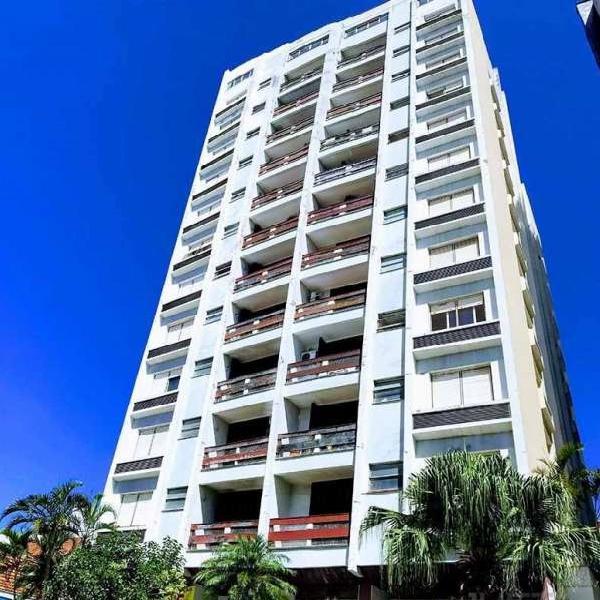 Amplo apartamento de 2 dormitórios com dependência e