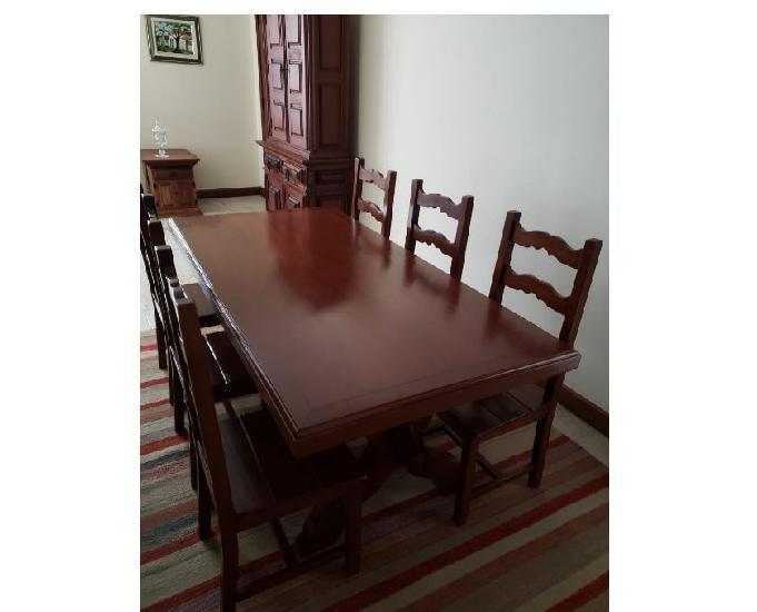 Mesa de 6 lugares em madeira mogno