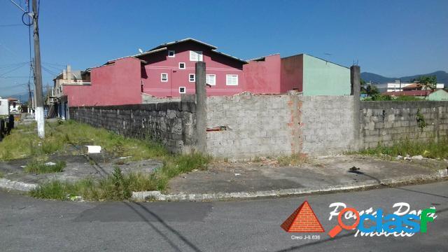 Terreno de esquina com 1500 m²