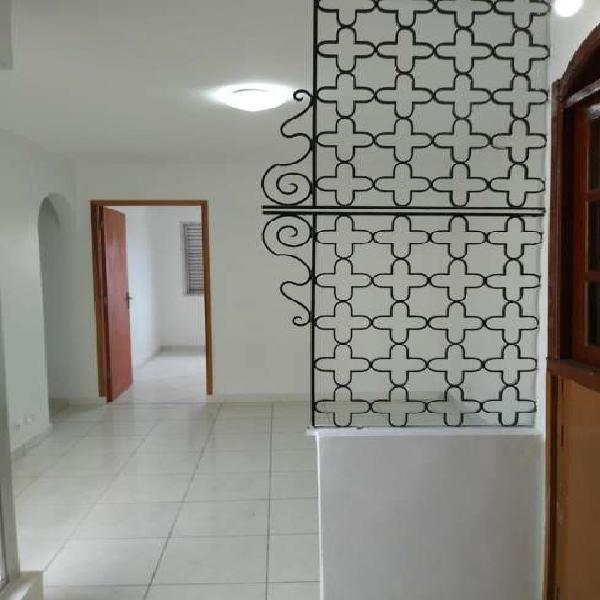 Aluga-se apartamento 02 dormitórios com vaga na bela vista