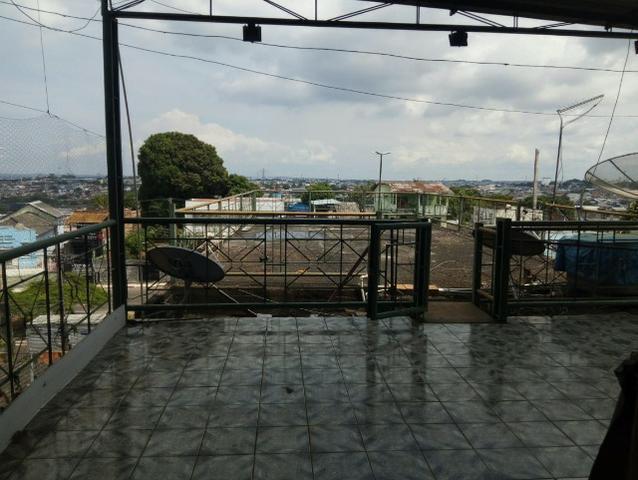 Aluga-se casa com 3 quartos no centro na avenida constantino