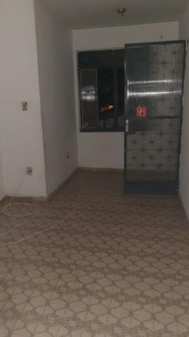 Alugo apartamento 680 reais