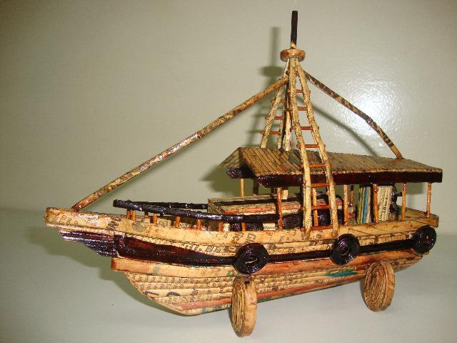 Barquinho artesanal decorativo. réplica de cargueiro