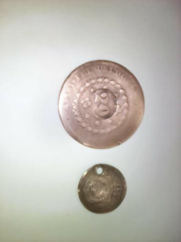 Coleção de moedas e notas antigas