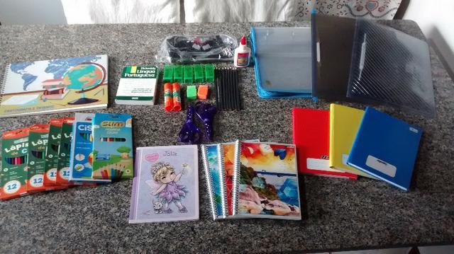 Kit combo de material escolar com 40 peças com cadernos