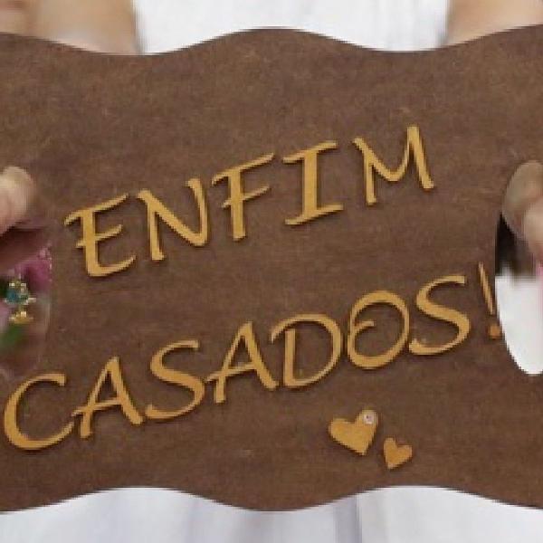 """Plaquinha mdf cerimônia de casamento """"enfim casados"""""""