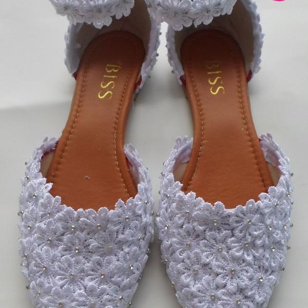 Sapatilha branca florada com strass (casamento)(noivas)