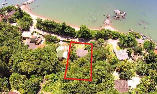 Terreno de 3000 m2 com casa de 200 m2, linda vista pro mar.