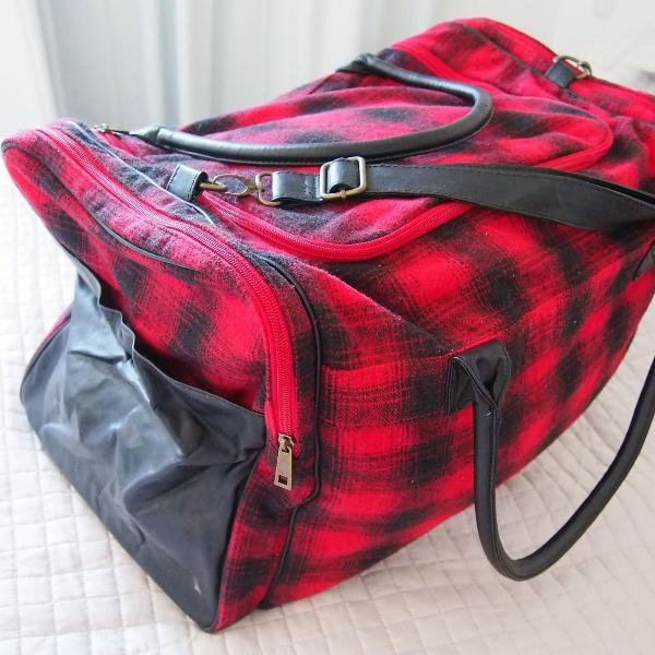 Bolsa flanela xadrez vermelha e preta couro