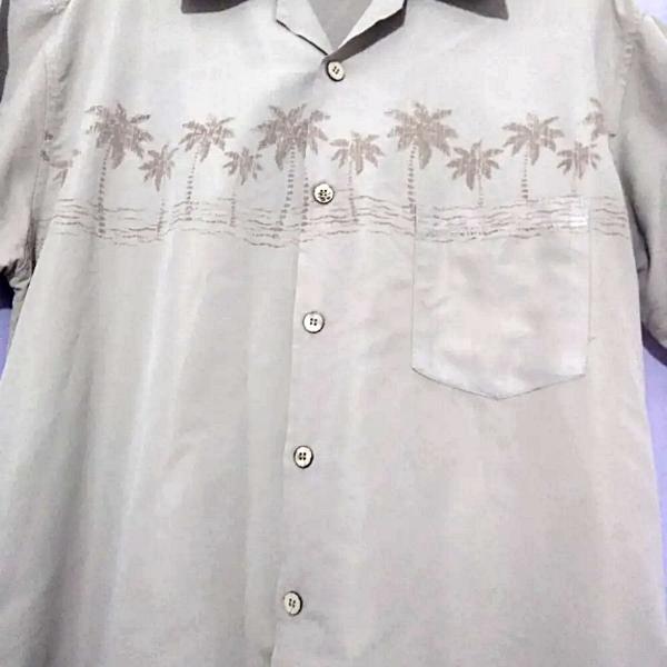 Camisa estampada manga curta tecido leve para o verão