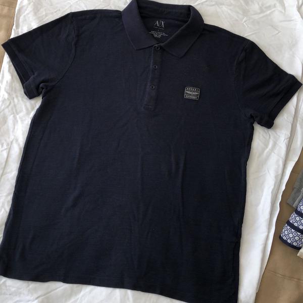 Camisa polo azul escura