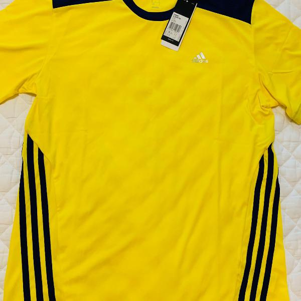 Camiseta dry fit, marinho com amarelo