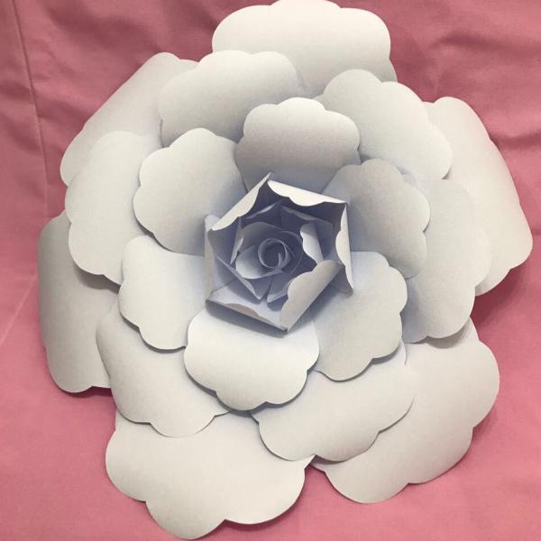 Flor de papel branca