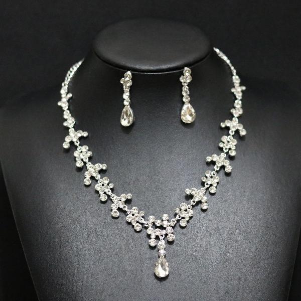 Lindo conjunto de colar e brincos para noivas, debutantes.
