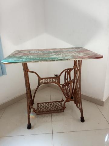 Mesa de pé de máquina