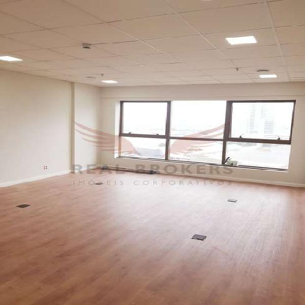 Sala comercial para locação em edifício novo de