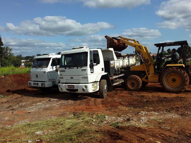 Troco retro escavadeira por truck caçamba