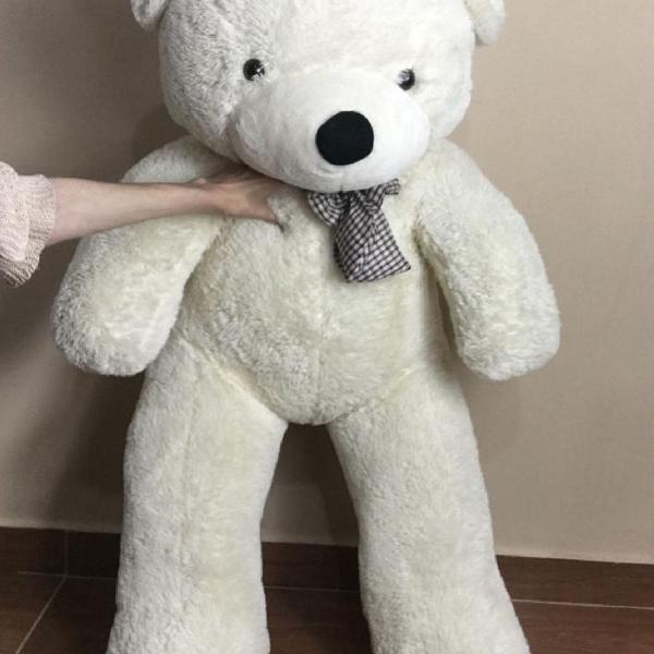 Urso gigante bege