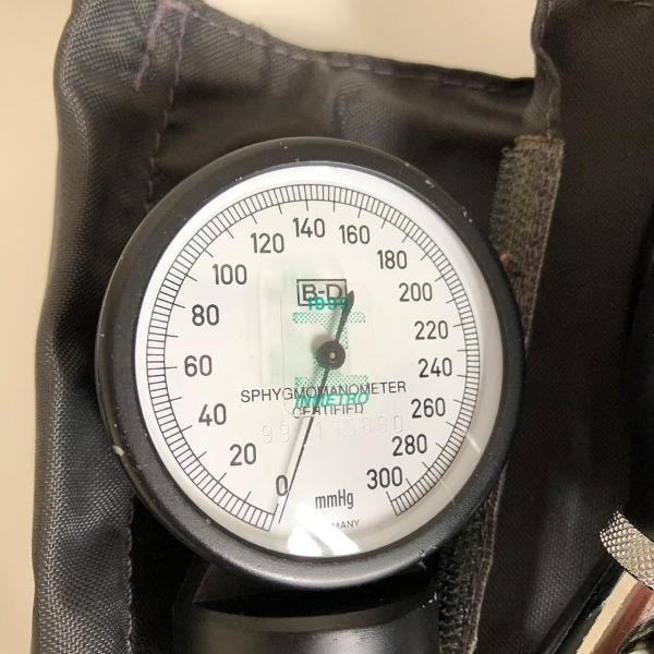 medidor de pressão e esfigmomanômetro