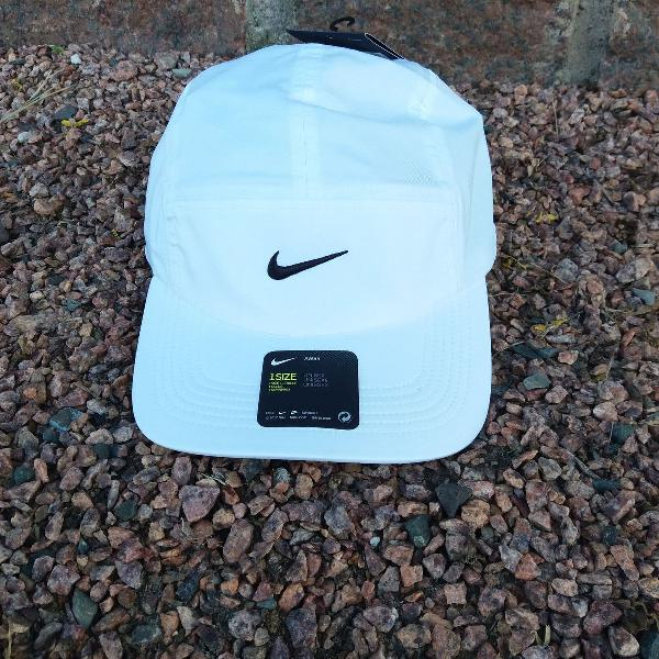Boné 5 panel nike branco dri fit preto original